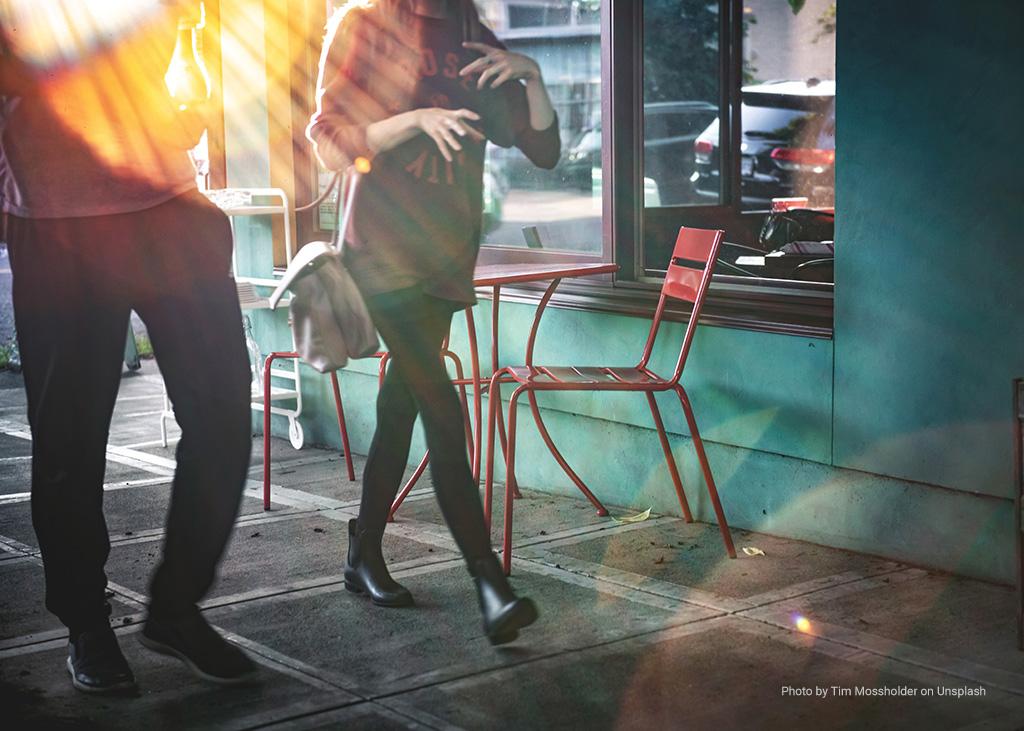 couple_walking_in_city