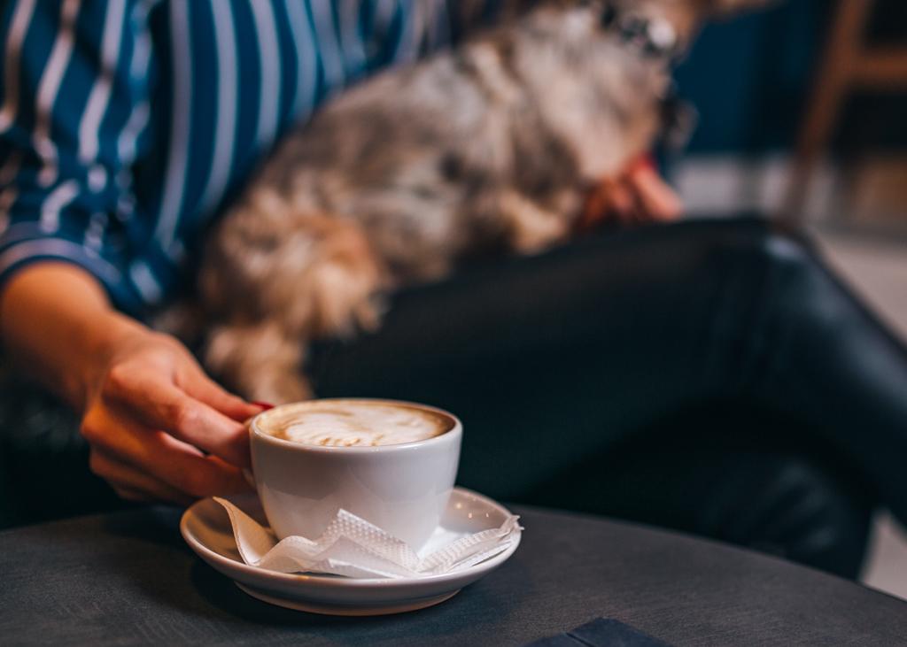 enjoying_coffee_at_home_298156933